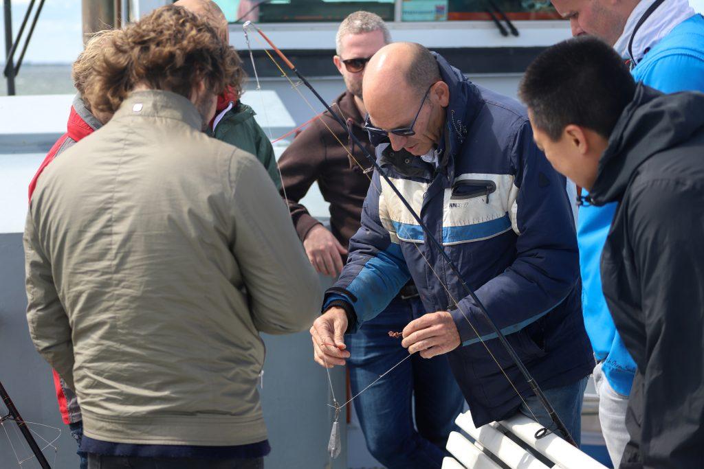 Uitleg hengel en aas gebruik door schipper Jos Molenaar