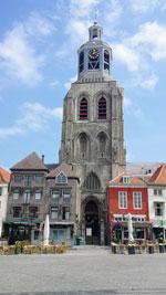 Rondvaart Bergen op Zoom de Peperbus is de kerktoren van de Sint-Gertrudiskerk in Bergen op Zoom